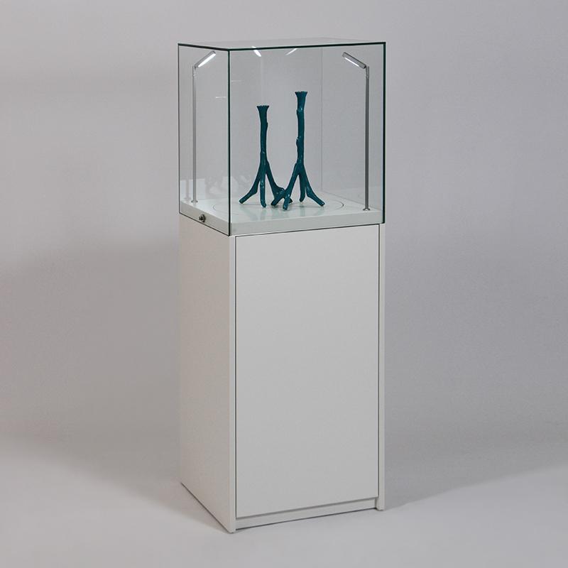 podium k7 haubenvitrine abschlie bar mit drehscheibe und staufach schrank glasvitrine online. Black Bedroom Furniture Sets. Home Design Ideas