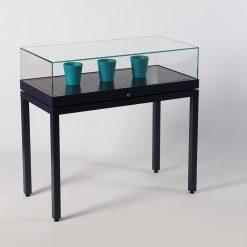 Tischvitrinen aus Aluminium-Profilen