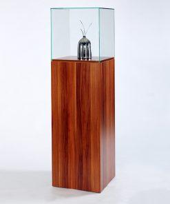 Glasvitrine in Holzdekor