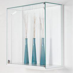 Flache Wandvitrine aus Glas