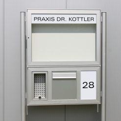 Briefkasten-Anlage mit Rundpfosten