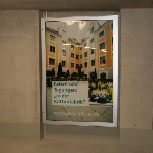 PUBLIC.CL5 Wetterfester Plakatschaukasten für Wandmontage